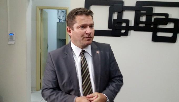 Roberto Alves Barbosa Júnior, delegado regional de Varginha, explicou a situação de Bruno (Foto: Régis Melo)