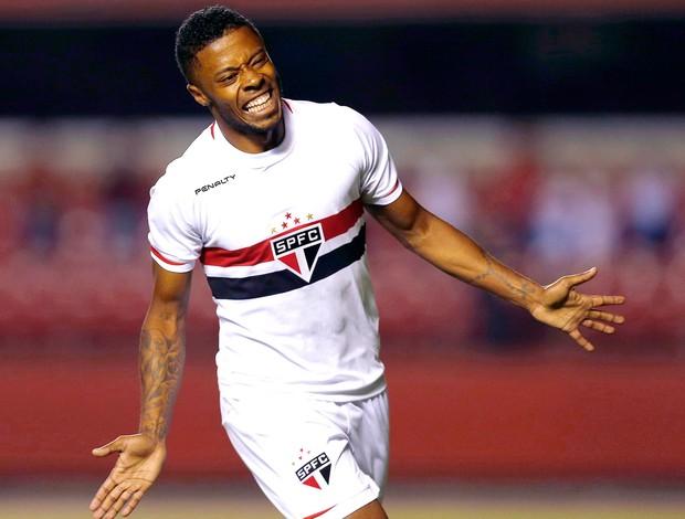 Michel bastos comemora gol do São Paulo contra o Emelec (Foto: Agência Reuters)