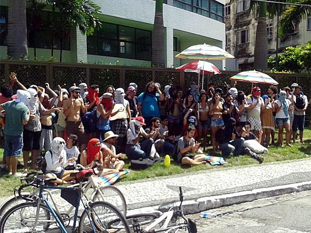 Manifestantes do Ocupe Estelita cumpriram ordem judicial e desfizeram acampamento ao meio-dia (Foto: Vitor Tavares / G1)