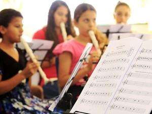 Aulas de flauta doce são oferecidas a iniciantes em Piracicaba (Foto: Paulo Lima/ Divulgação)