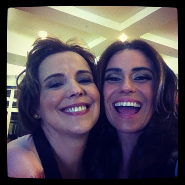 Giovanna Antonelli e Ana Beatriz Nogueira gravam 'Salve' na madrugada (Foto: Reprodução/Instagram)