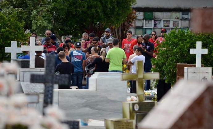 Enterro Bruno Pereira da Silva Pindamonhangaba (Foto: Danilo Sardinha/GloboEsporte.com)