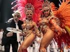 Musas de escolas paulistas exibem suas curvas em gravação de vinhetas para o carnaval 2013