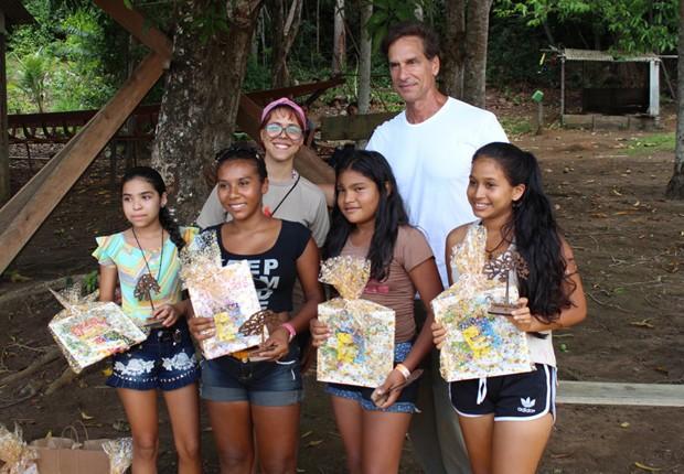 Victor Fasano visita comunidade ribeirinha (Foto: Divulgação)
