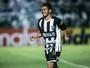 Assisinho mostra habilidade e faz golaço de falta em treino do Ceará