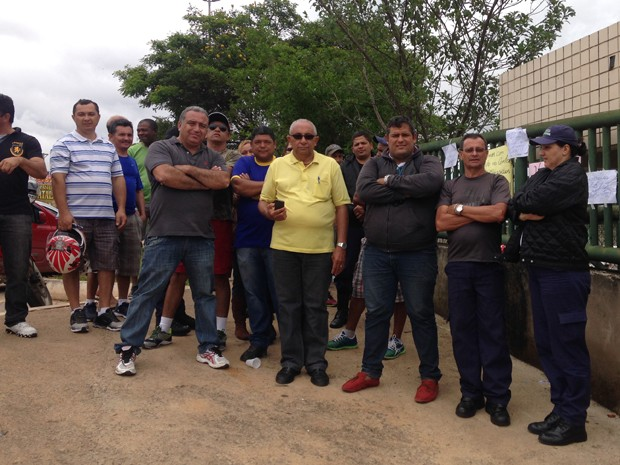 Vigilantes da Ipanema, que trabalham na rede pública de saúde do DF, que decidiram entrar em greve  (Foto: Natalia Godoy/G1)