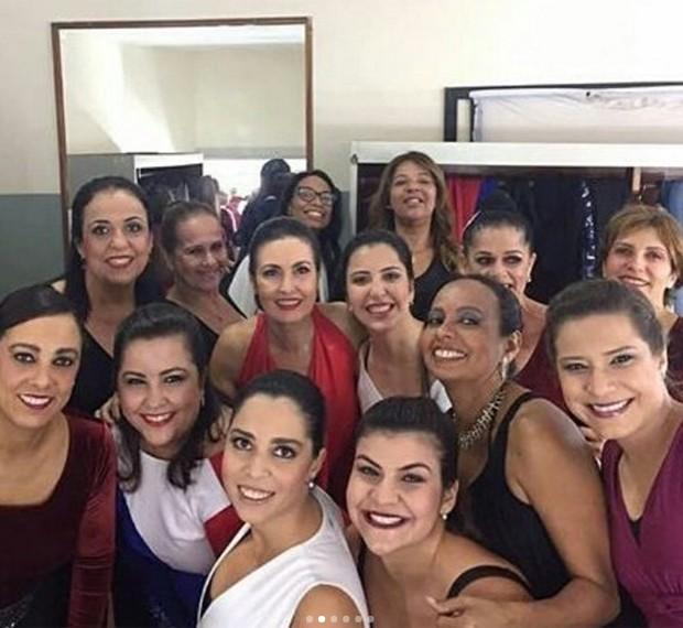Fátima Bernardes é tietada em bastidores de apresentação de jazz (Foto: Reprodução/Instagram)