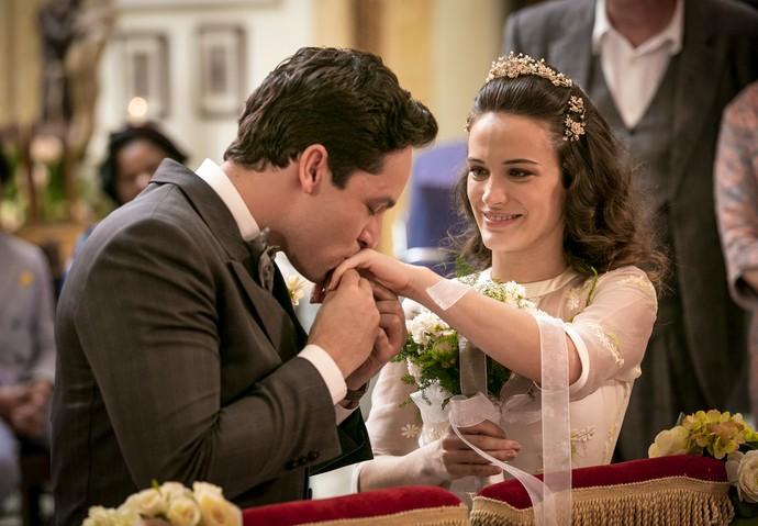 Celso e Maria trocam alianças (Foto: Isabella Pinheiro/Gshow)