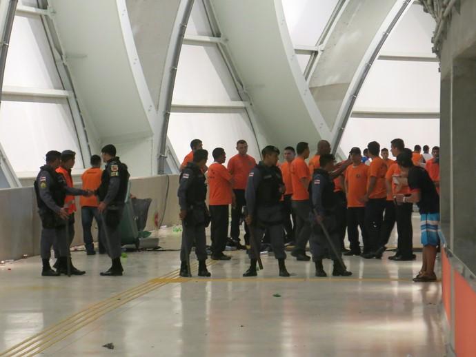 policia arena da amazonia briga (Foto: Edgard Maciel de Sá)