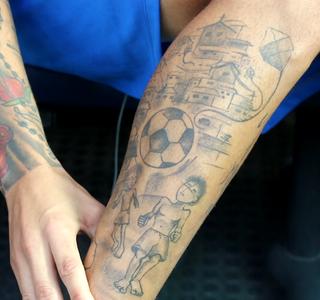 Luan Tatuagem Vila Grêmio (Foto: Eduardo Moura/GloboEsporte.com)