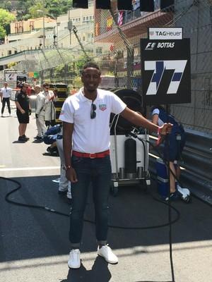 """Grid boy"" do piloto finlandês Valtteri Bottas na corrida deste domingo, em Mônaco (Foto: Rafael Lopes)"