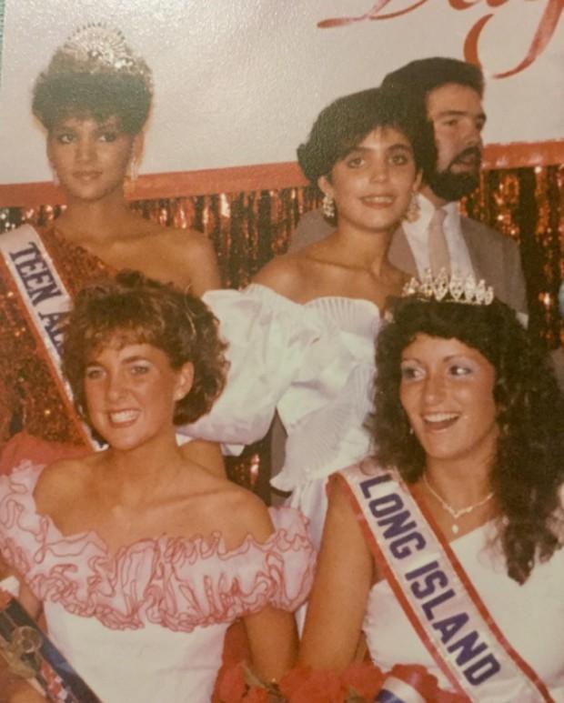 Halle Berry (acima à esquerda) em concurso de beleza de 1985 (Foto: Reprodução)