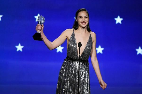 A atriz Gal Gadot na cerimônia do Critics Choice Award 2018 (Foto: Getty Images)