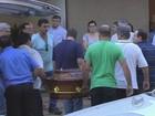 Cortejo de aviões marca enterro de casal morto em queda de monomotor