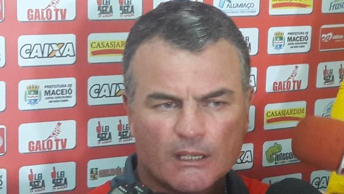 Mazola Júnior, técnico do CRB (Foto: Denison Roma / GloboEsporte.com)