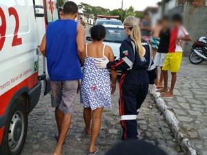 Disparo atingiu a perna e transfixou as nádegas, segundo informações do Samu (Foto: Walter Paparazzo/G1)