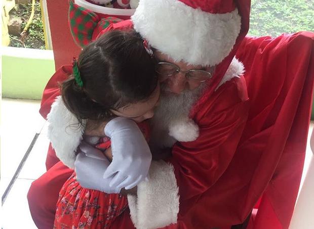 Com o Papai Noel (Foto: Arquivo pessoal/ Vera Viel)