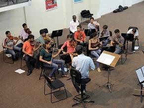 Estudantes têm aulas com integrantes da orquestra (Foto: Divulgação/ Orquestra Petrobras Sinfônica)