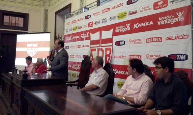 Presidente do conselho do CRB, Fernando Paiva fala sobre projeto sócio torcedor (Foto: Paulo Victor Malta/Globoesporte.com)