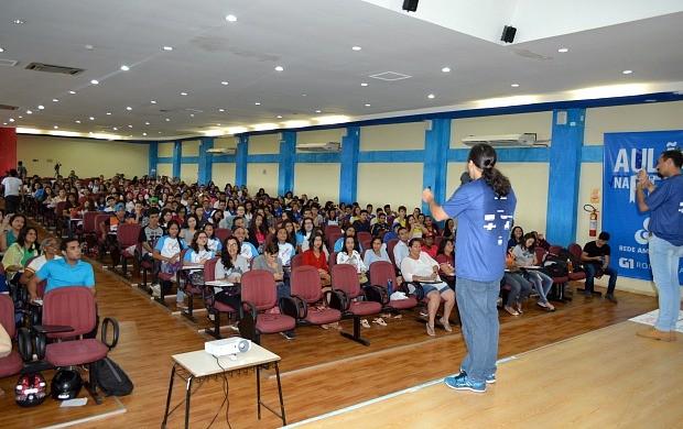 Centenas de alunos participaram de primeiro dia de 'Aulão na Rede' (Foto: Angelina Ayres Medeiros/Rede Amazônica)