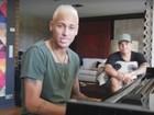 Neymar canta em 'portunhol': 'Yo necesito estar con los parças'; assista