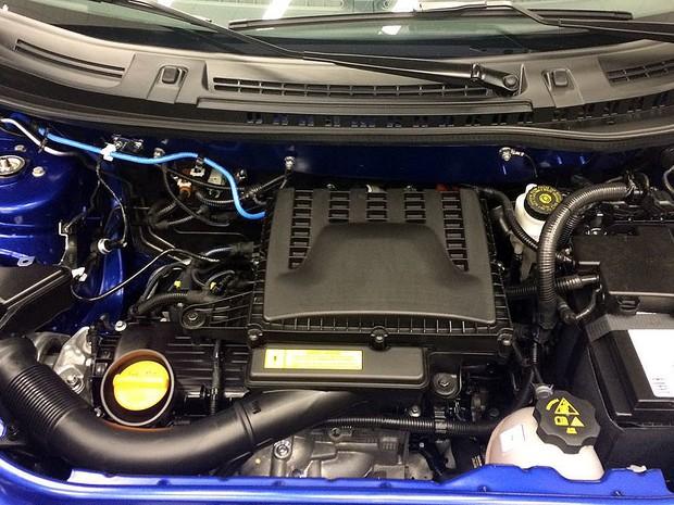 Novo motor 1.3 de 4 cilindros do Fiat Uno Sporting (Foto: André Paixão/G1)