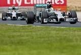 """""""Chocado"""", Lewis questiona ordem da equipe para abrir para Nico: """"Estranha"""""""