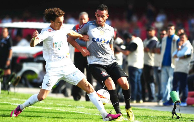 Renato Augusto no jogo do Corinthians e Santos (Foto: Marcos Ribolli / Globoesporte.com)