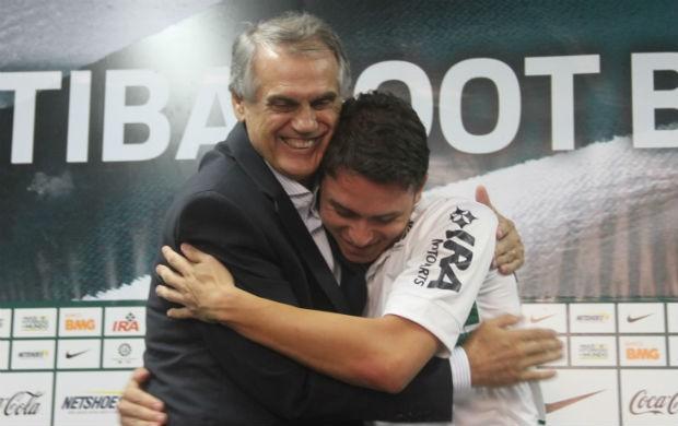 Keirrison e Vilson Ribeiro de Andrade Coritiba (Foto: Gabriel Hamilko / GloboEsporte.com)
