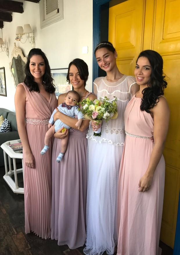 Bruna posa com as madrinhas Marília Lima, Miá Mello e Deyse Tenório (Foto: Divulgação)