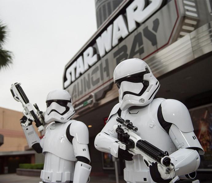 Famílias podem aproveitar os quatro parques temáticos, como o Disney's Hollywood Studios, onde em dezembro foi inaugurado o Star Wars Launch Bay (Foto: Walt Disney World)
