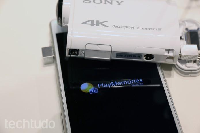 """A Sony FDR-X100V tem app que permite ver na tela do celular o que a lente """"enxerga"""" (Foto: Isadora Díaz/TechTudo)"""