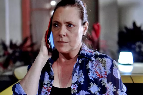 Elizabeth Savala é Tina em 'Alto astral' (Foto: Reprodução)