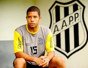 Guilherme, lateral-direito da Ponte Preta (Foto: Marcos Ribolli/Globoesporte.com)