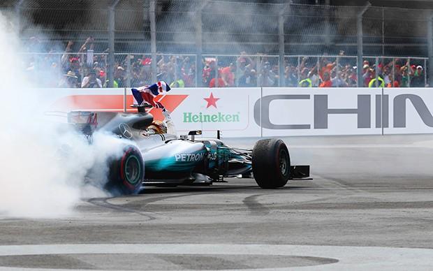 Lewis Hamilton campeão mundial de Fórmula 1 e Amg Mercedes campeã de construtores de 2017 (Foto: Divulgação/Formula One World Championship Limited)