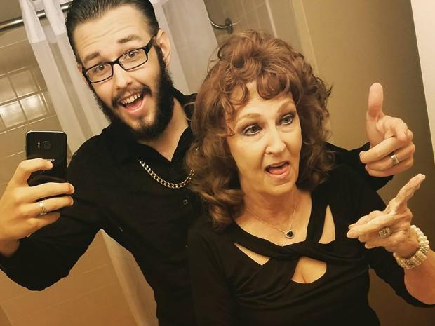 Gary e Almeda em post de anúncio de novo canal no Youtube (Foto: Gary Hadwick/Facebook/Reprodução)