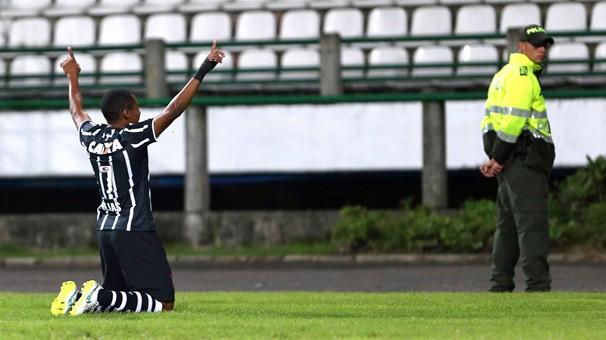 O Corinthians joga pela Libertadores da América contra o Danubio, do Uruguai, nesta quarta, dia 1º (Foto: Associated Press)
