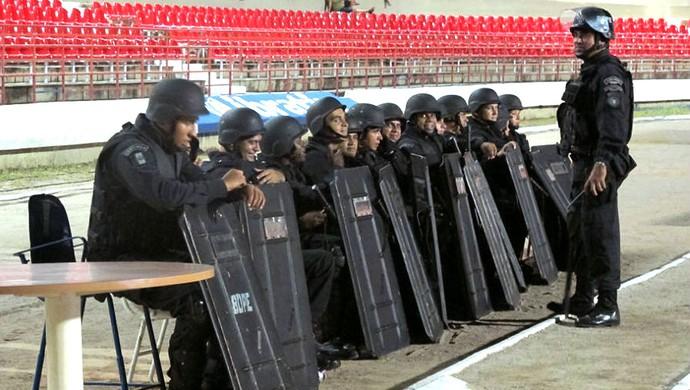 Segurança reforçada no Estádio Rei Pelé após invasão em treino do Palmeiras (Foto: Daniel Romeu / Globoesporte.com)