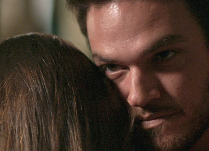 Pedro parece não está nem aí para Michele (Foto: TV Globo)