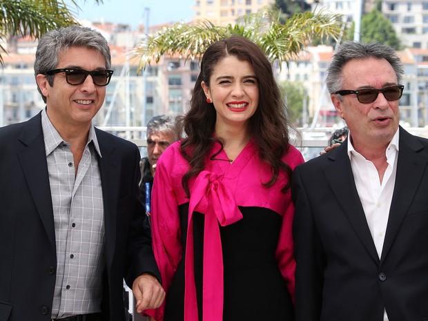 17/05 – A partir da esquerda: os atores argentinos Ricardo Darín, Erica Rivas e Oscar Martinez lançam 'Relatos salvajes' no Festival de Cannes (Foto: Loic Venance/AFP)