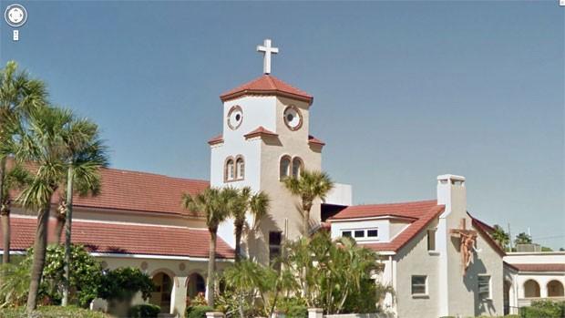 Church by the sea, igreja que lembra uma galinha na Flórida (Foto: Reprodução/ Google Street View)