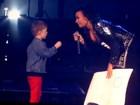 Demi Lovato é pedida em casamento por menino de 5 anos no palco