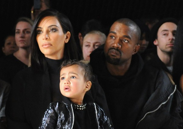 North West com os pais, Kim Kardashian e Kanye West (Foto: Craig Barritt / Getty Images)