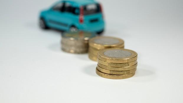 Carro usado e moedas (Foto: Stadtratte - Thinkstock)