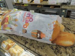 Saco de pão de padaria no Parque Monte Líbano tráz desenhos e personagens infantis (Foto: Pedro Carlos Leite/G1)