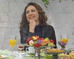 Eliane Giardini revê cenas de personagens antigos das novelas (Foto: Mais Você / TV Globo)