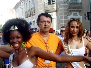 Camilo com a rainha e princesa do bloco, de Campinas, em 2010  (Foto: Arquivo pessoal / Camilo Chagas)