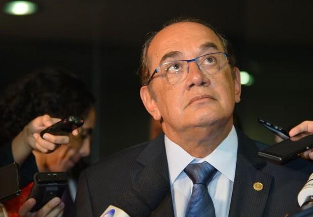 O ministro do STF Gilmar Mendes conversa com jornalistas (Foto: Antonio Cruz/Agência Brasil)