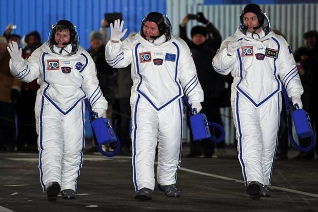 Trio decolou no dia 17 da base de Baikonur, no Cazaquistão (Foto: Kirill Kudryavtsev/Reuters)