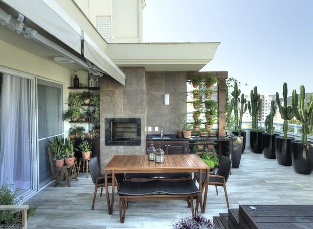 Varanda-jardim-vertical-ideias-dicas-projeto-paisagismo-plantas-decoração (Foto: Mariana Boro/Divulgação)